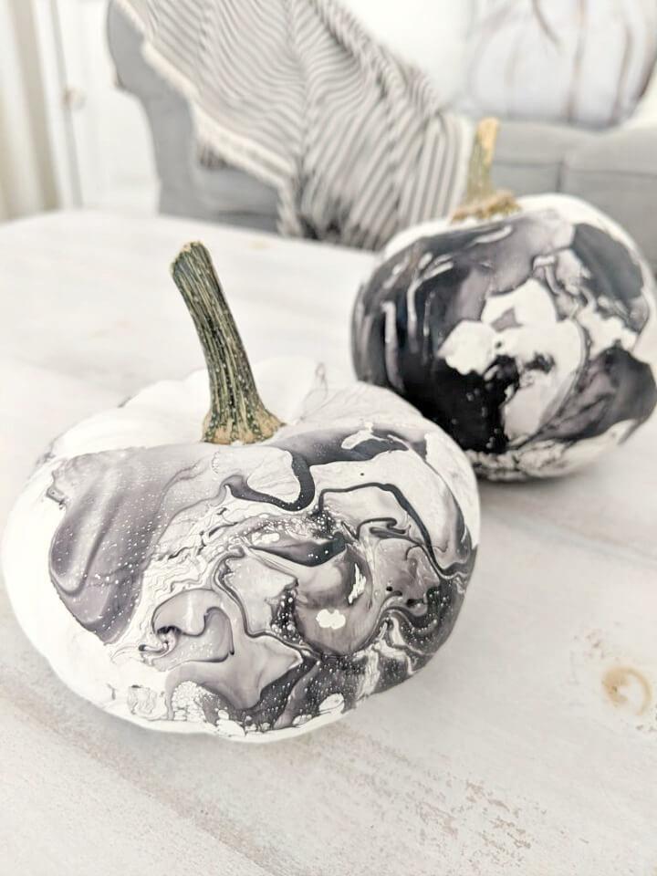 black & white marbled pumpkins northernfeeling.com