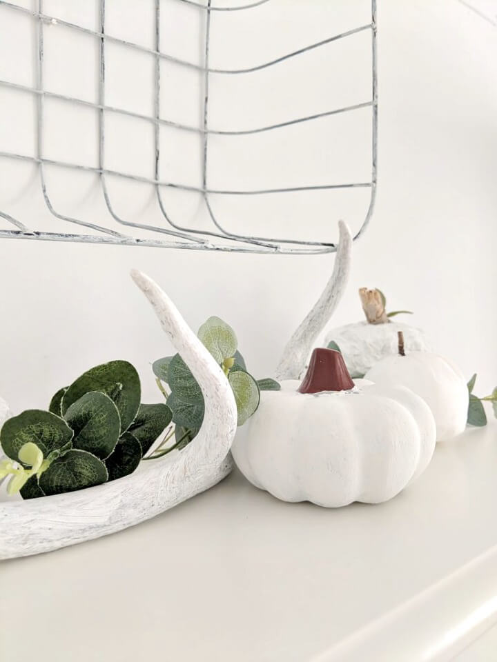simple faux pumpkin & eucalyptus vignette northernfeeling.com