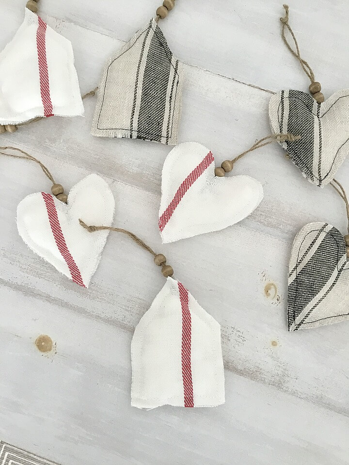 Simple DIY Farmhouse Style Fabric Holiday Ornaments northernfeeling.com