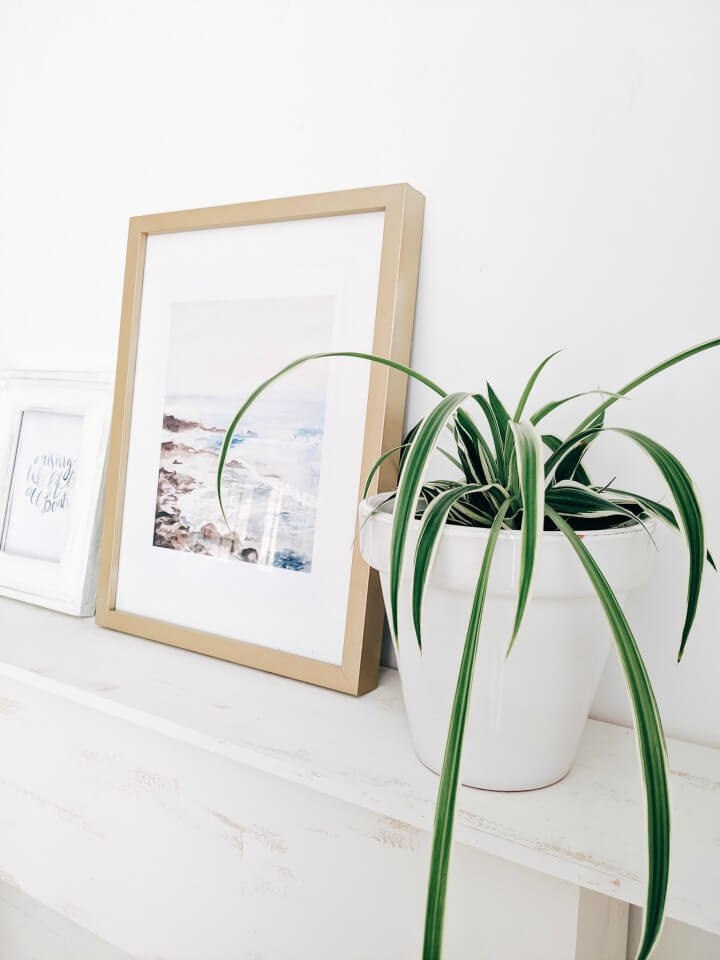 brass is the new galvanized decor, spray painted frame & print northernfeeling.com